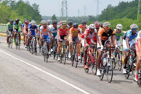 tour cycliste guyane 2016-peloton