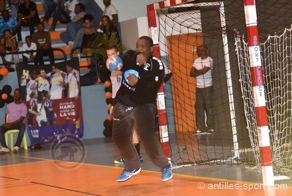 Handball pdesas le patron c est gondeau - Cage a poule synonyme ...